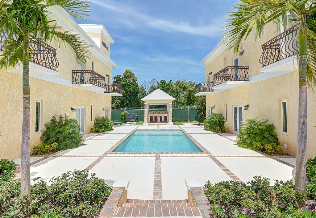 Co-op / Condo for Sale at Luxury 2 Bedroom Townhouse at Las Casitas, Lyford Hills - MLS 26895 Western Road, Nassau And Paradise Island, Bahamas