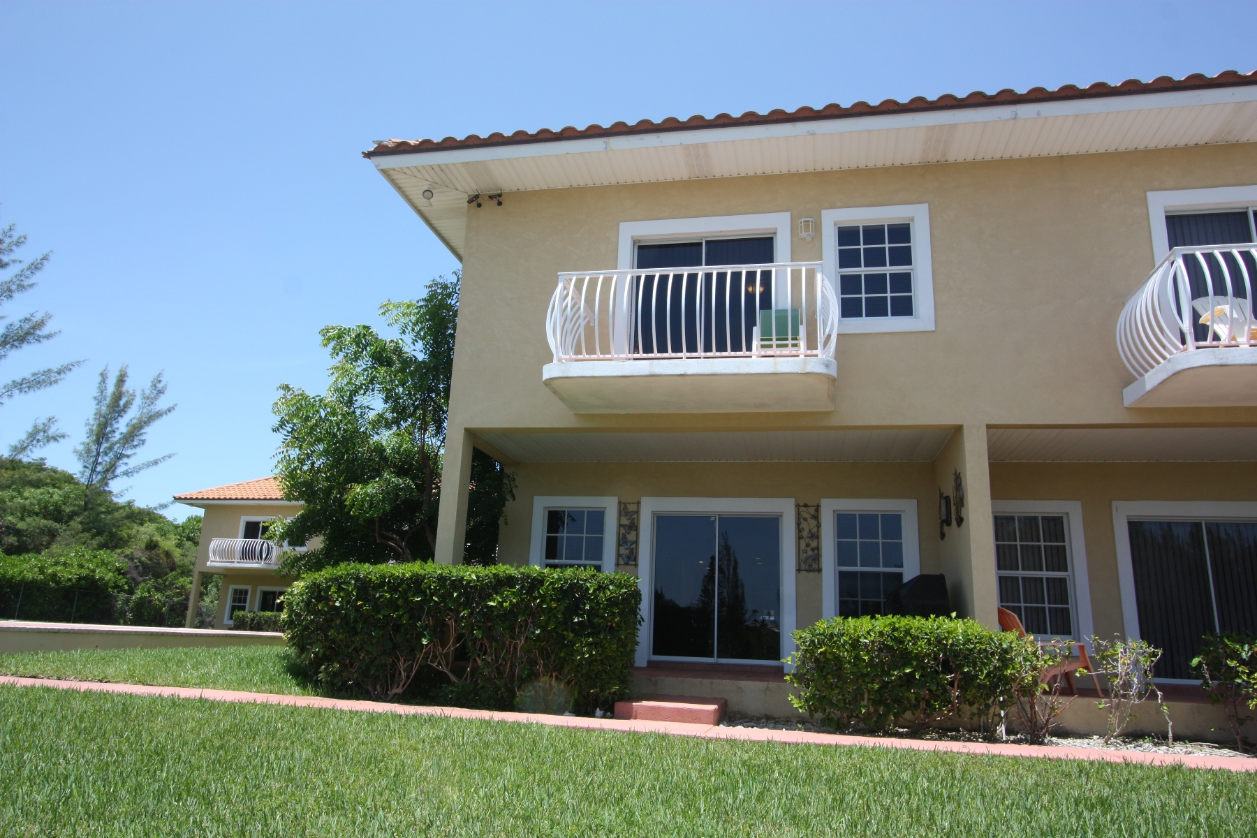 Co-op / Condo for Sale at Beautiful and Secure Canal Front Town House - The Hamptons Bahamia Marina, Grand Bahama, Bahamas