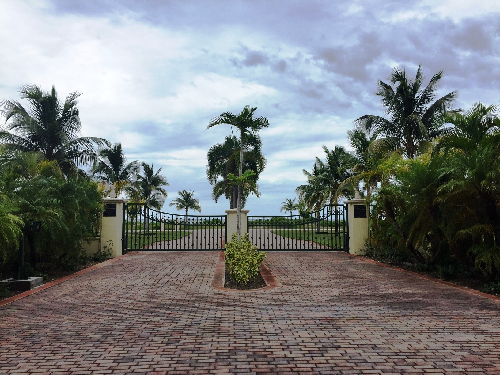Land for Sale at Gorgeous Homesite in Ocean-front Discovery Bay, Lucaya, Grand Bahama Discovery Bay, Grand Bahama, Bahamas