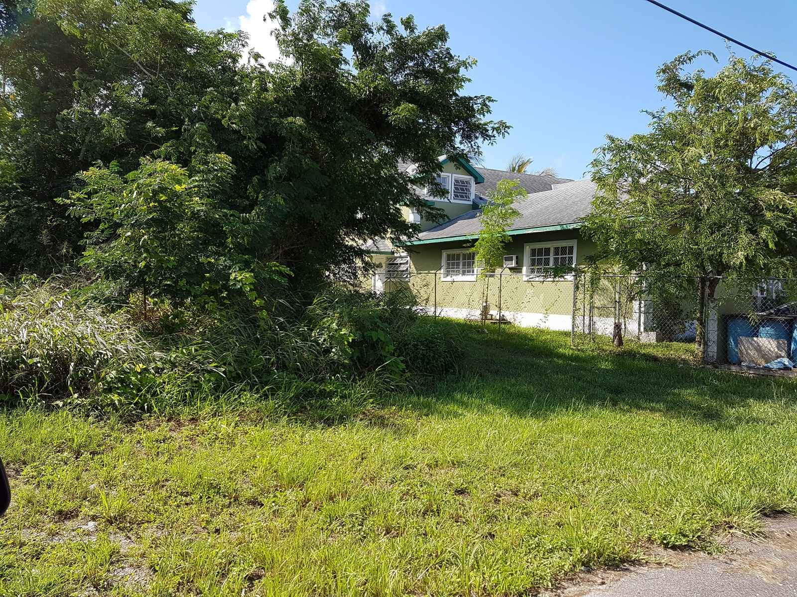 Land for Sale at Multi-family lot off Cowpen Road - MLS 28497 Nassau And Paradise Island, Bahamas