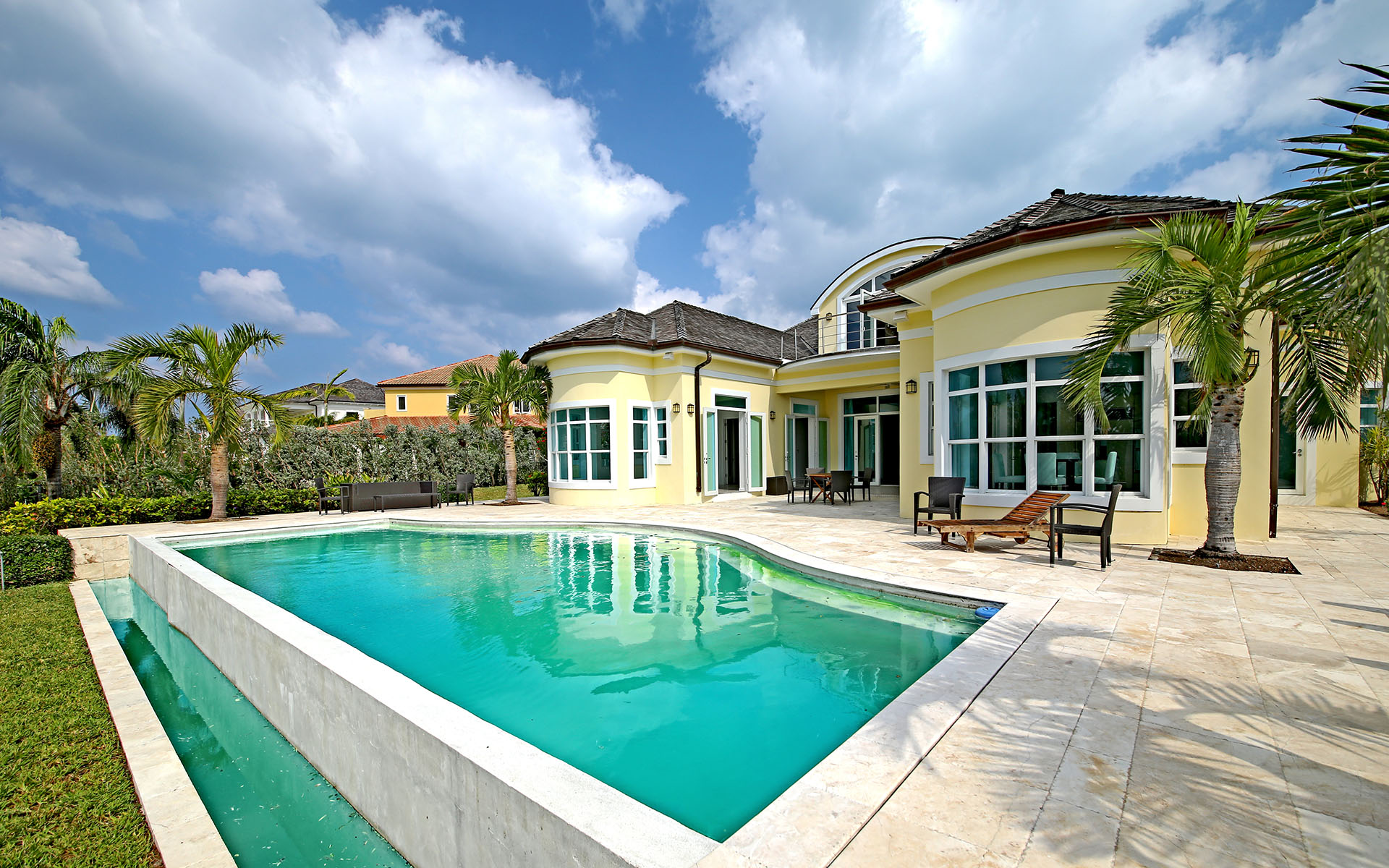 Single Family Home for Sale at Ocean Club Estates Contemporary Golf Course Residence - MLS 32361 Ocean Club Estates, Paradise Island, Nassau And Paradise Island Bahamas