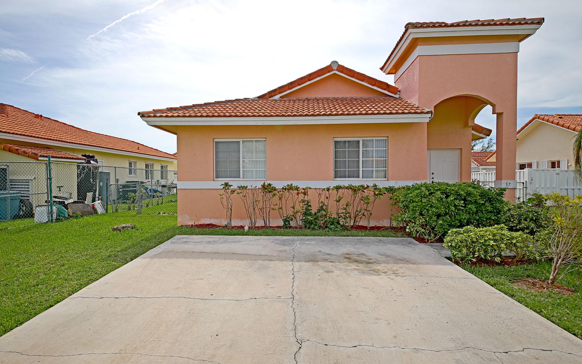 Single Family Home for Sale at # 37 Crystal Close West Treasure Cove - MLS 28359 Treasure Cove, Yamacraw, Nassau And Paradise Island Bahamas