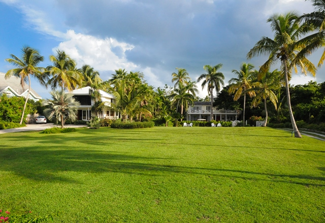 Single Family Home for Sale at Tambourina Island Villa and Cottage, Eastern Road (MLS 24295) Eastern Road, Nassau And Paradise Island, Bahamas