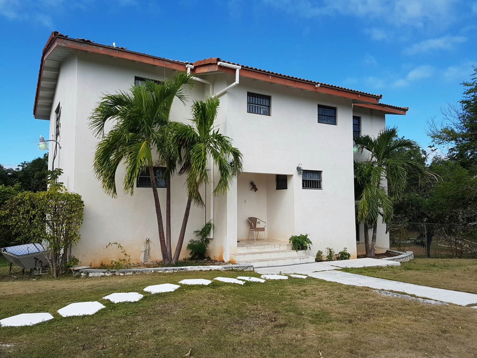 Single Family Home for Sale at Camperdown Two-Storey Home Nassau And Paradise Island, Bahamas