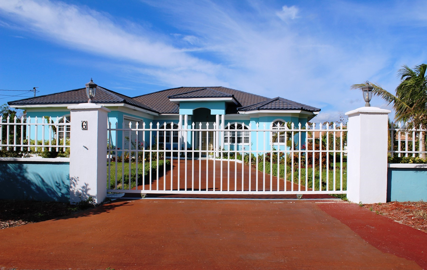 Single Family Home for Sale at Beautiful Bahamia Home - MLS 31560 Bahamia, Grand Bahama, Bahamas