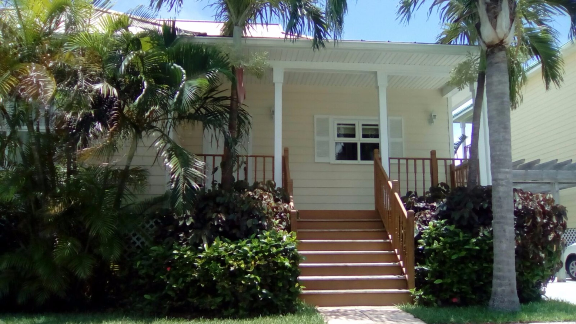 Single Family Home for Sale at Lovely Steal of a Deal home in Shoreline!- MLS 28952 Fortune Bay, Grand Bahama, Bahamas