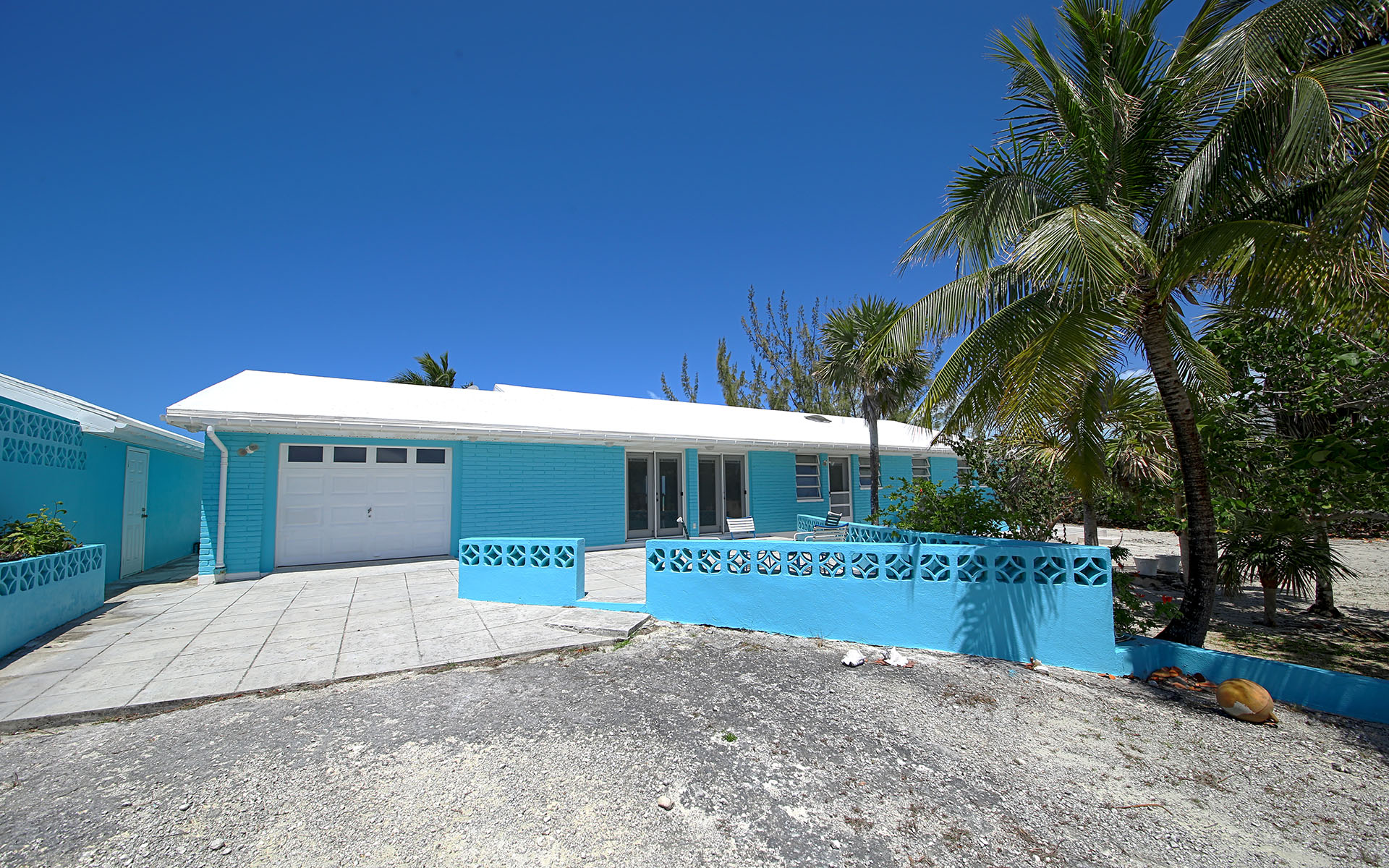 Casa Unifamiliar por un Venta en Cat Island beachfront home - MLS 29003 Cat Island, Bahamas