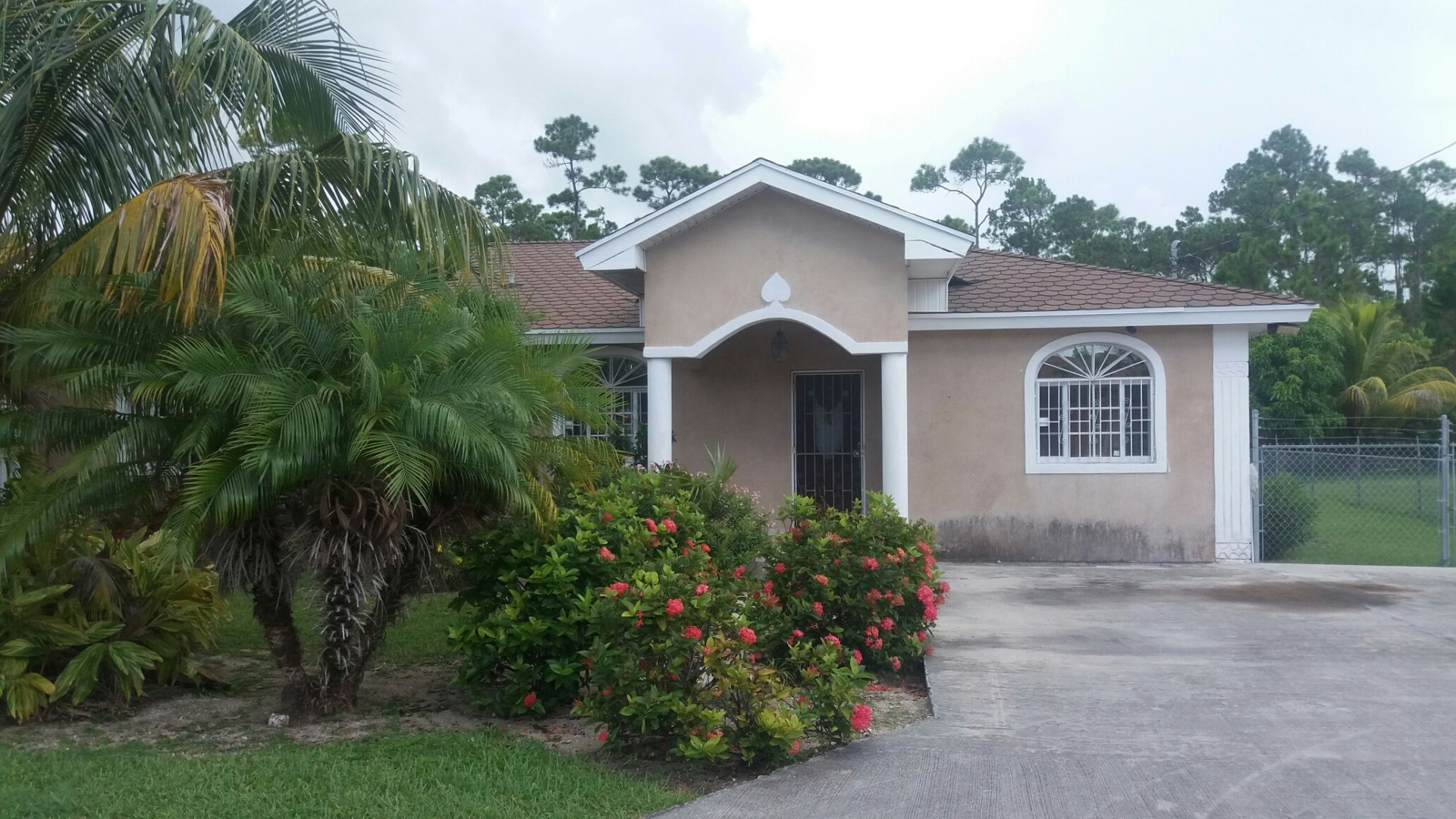 Single Family Home for Sale at Nice Cozy Single Family Home, Imperial Park, Freeport MLS 29126 Imperial Park, Grand Bahama, Bahamas