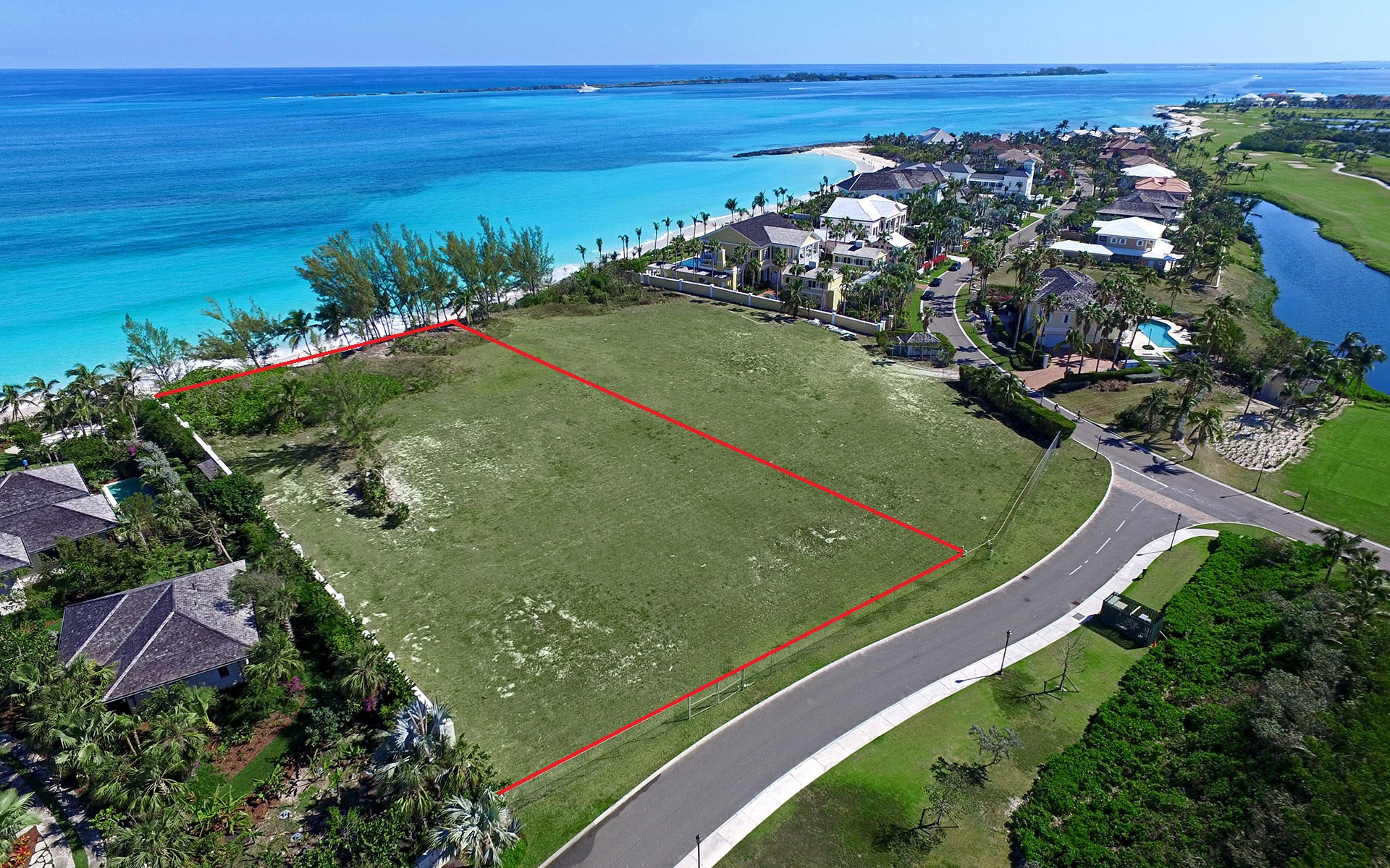Terre / Lot de terrain pour l Vente à Prime Beachfront Lot in Ocean Club Estates - MLS 29629 Nassau New Providence And Vicinity