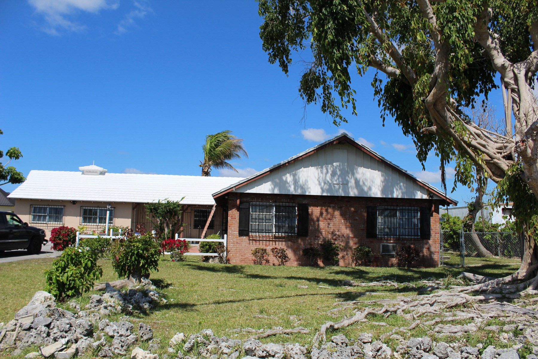 Single Family Home for Sale at Charming Bahamia Home Bahamia, Grand Bahama, Bahamas