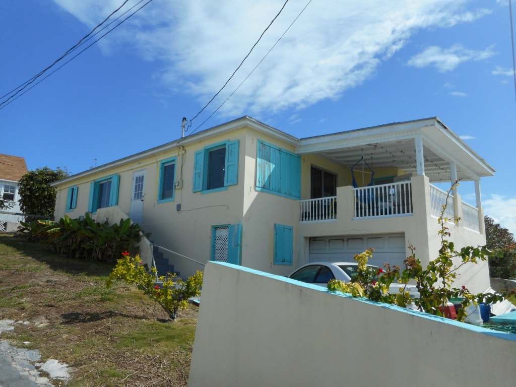 Moradia para Venda às Harbor Front Home With Private Dock Eleuthera, Bahamas