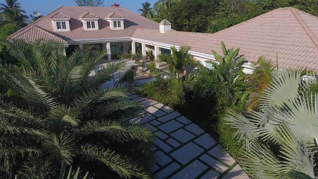 Single Family Home for Sale at Spanish Wells Luxury Beach House Spanish Wells, Eleuthera, Bahamas
