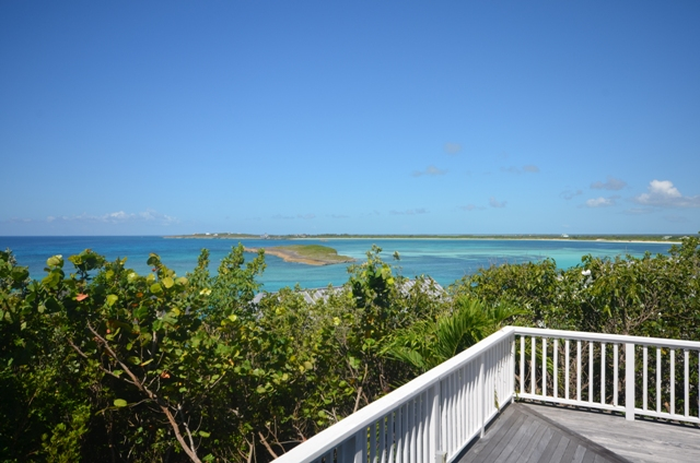 Eensgezinswoning voor Verkoop een t Beautiful Home Located at the center of The Abaco Club on Winding Bay (MLS 27561) Abaco, Bahama Eilanden