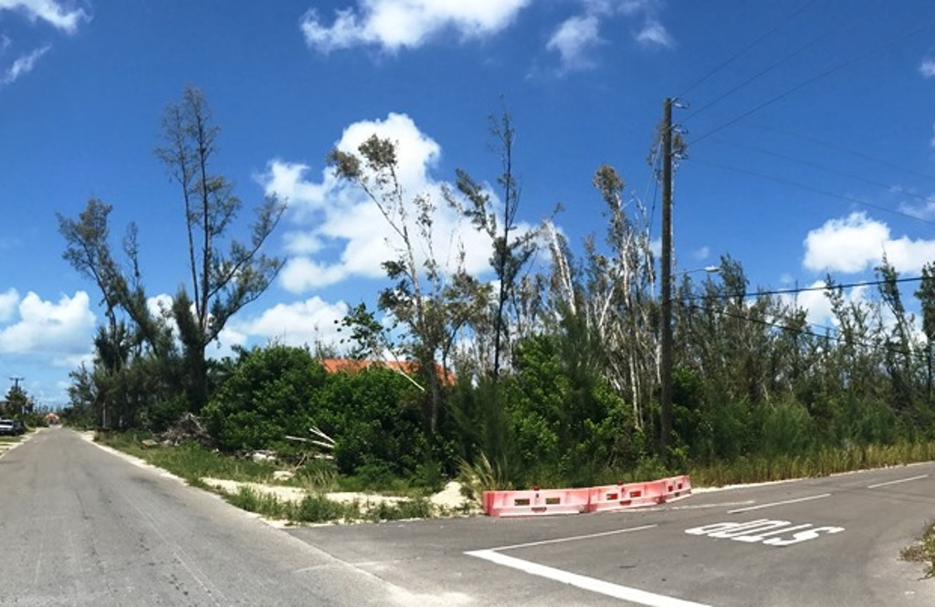 Additional photo for property listing at #4 Hopkins Drive, Coral Harbour Golf Club Estates Coral Harbour, Nassau And Paradise Island, Bahamas