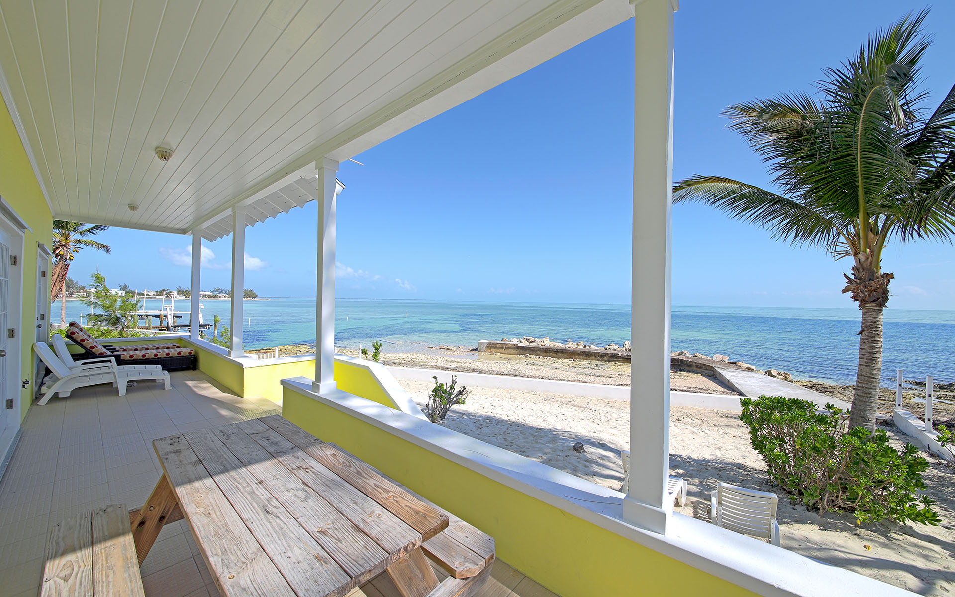Single Family Home for Sale at Oceanfront Retreat on Eastern Road Eastern Road, Nassau And Paradise Island, Bahamas