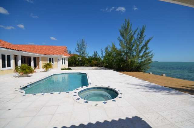 Villa per Vendita alle ore Beautiful Waterfront Home in Venice Bay MLS: 31435 Bahamas