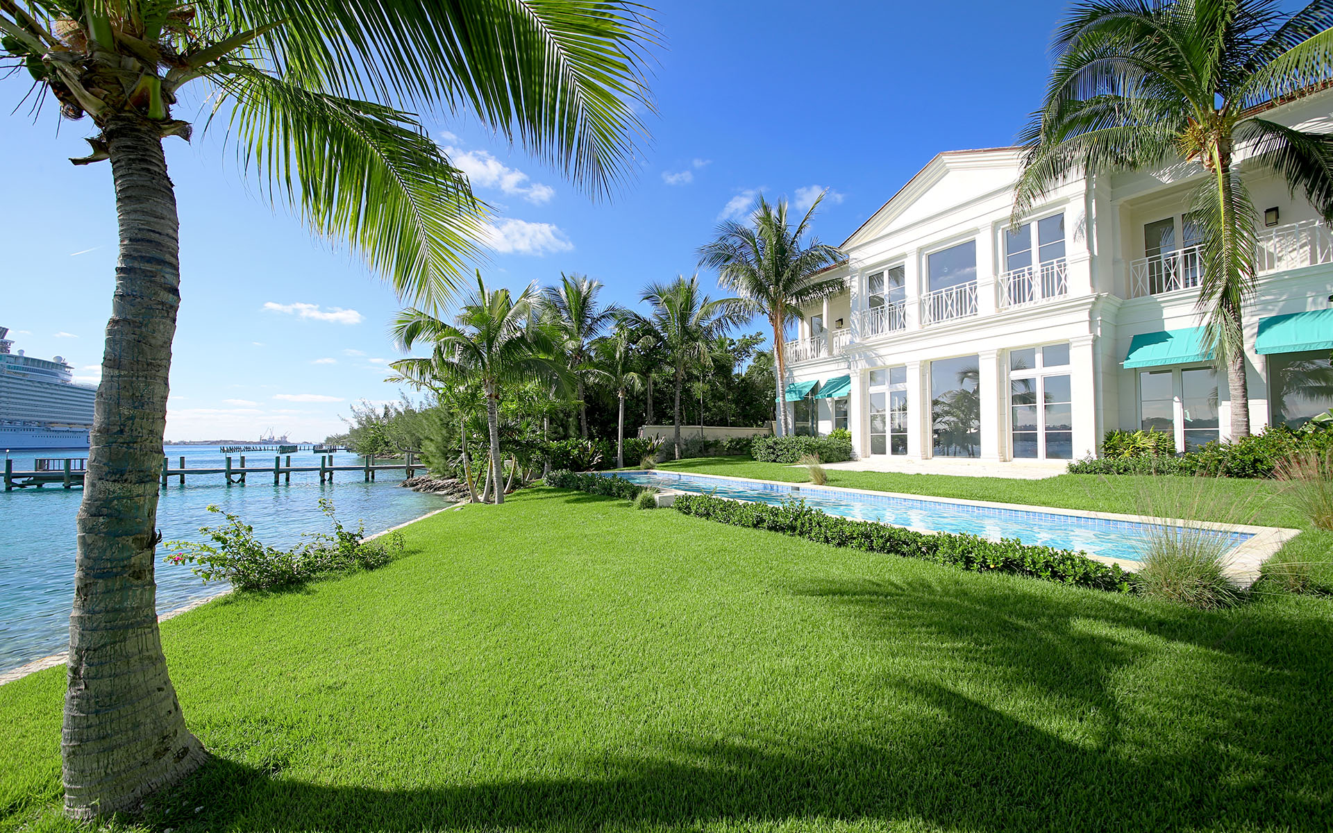 Single Family Home for Sale at Gorgeous Waterfront Home on Paradise Island - MLS 31737 Nassau And Paradise Island, Bahamas