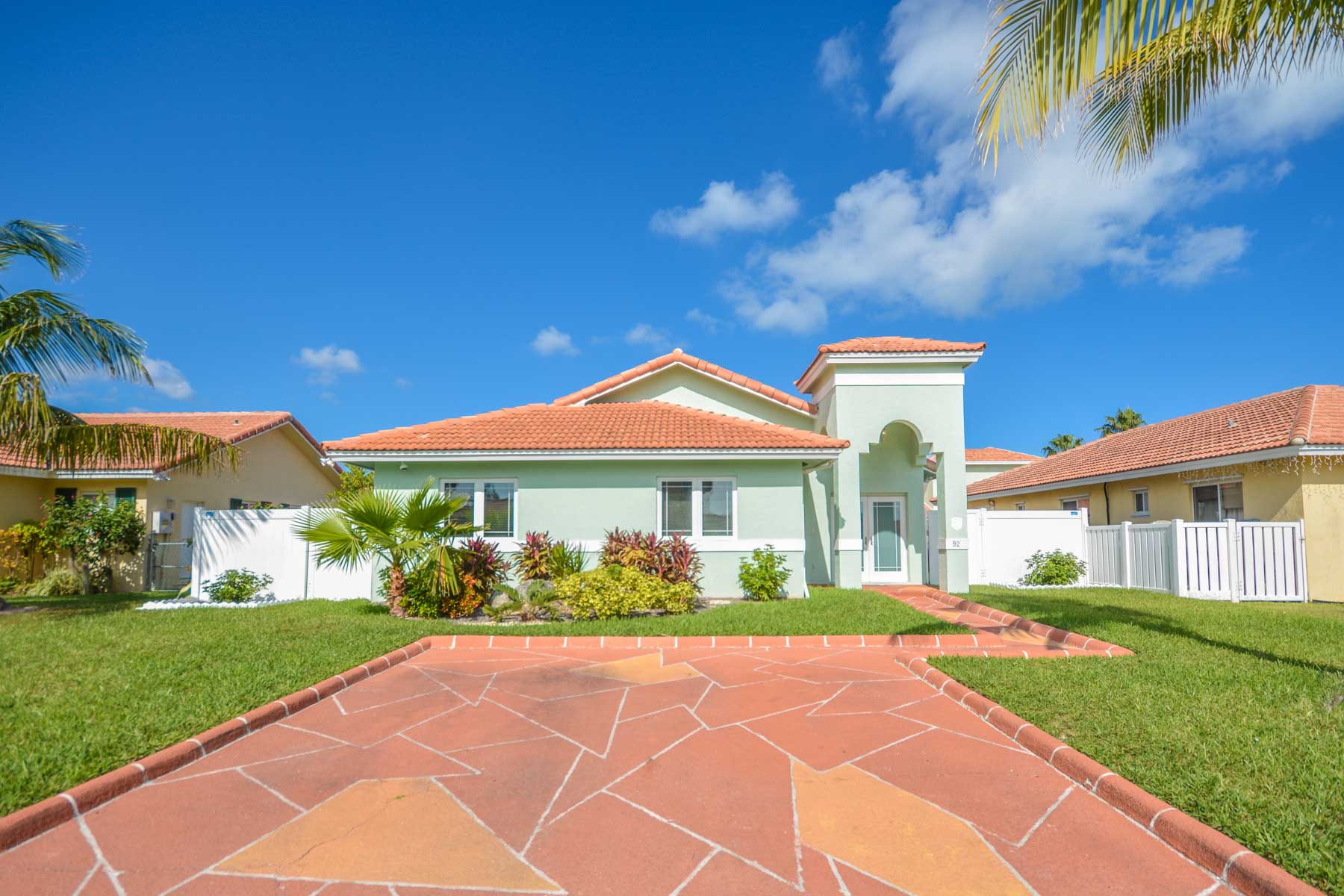 Single Family Home for Sale at Ideal Family Home In Treasure Cove - MLS 32236 Treasure Cove, Yamacraw, Nassau And Paradise Island Bahamas