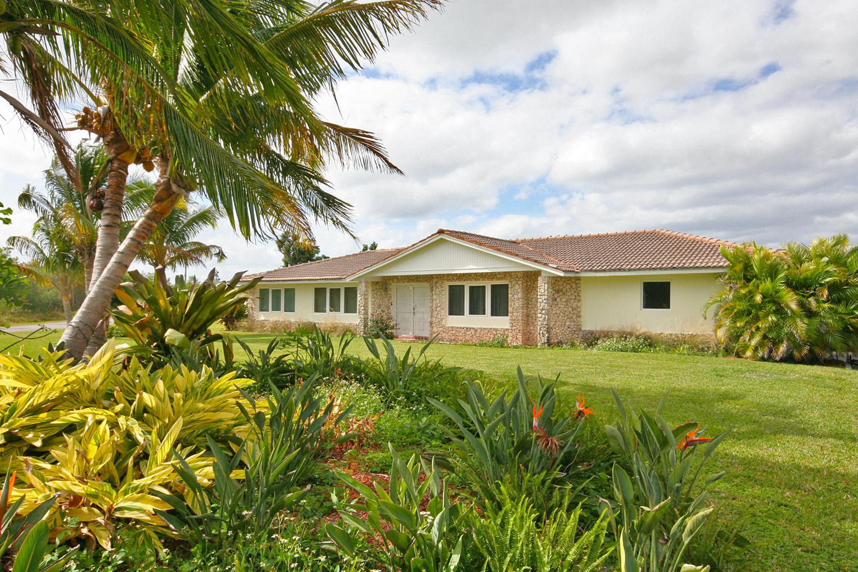 Single Family Home for Sale at Sprawling Family Home with Pool! Bahamia, Grand Bahama, Bahamas