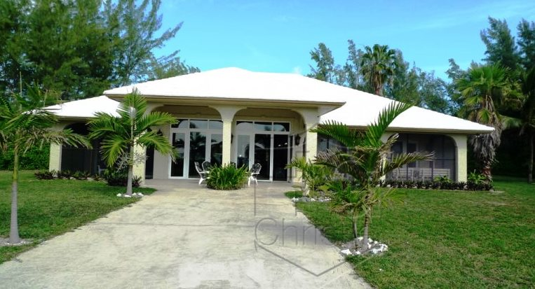 Casa para uma família para Venda às Beautiful Beachfront Home In Golden Grove Grand Bahama And Vicinity