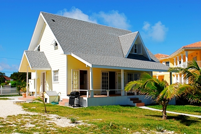 Single Family Home for Rent at Cozy Cottage Eastern Road, Nassau And Paradise Island, Bahamas