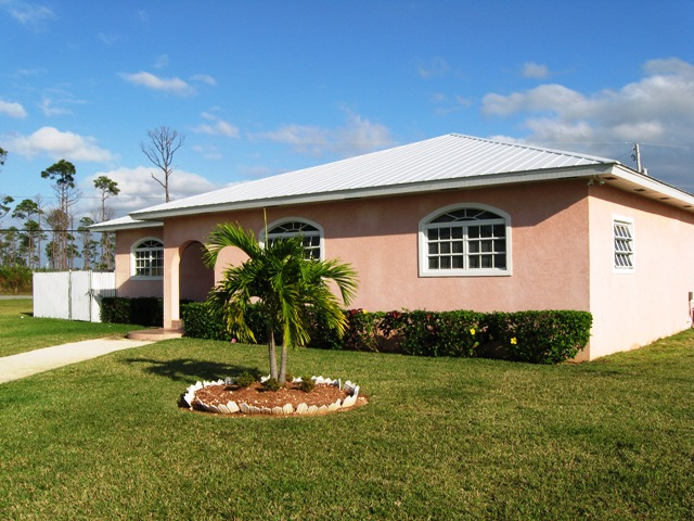 Single Family Home for Rent at Fantastic Home In Sunrise Subdivision Sunrise Park, Grand Bahama, Bahamas