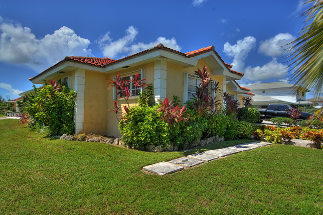 Single Family Home for Rent at Large Family Home in Coral Lakes Coral Harbour, Nassau And Paradise Island, Bahamas