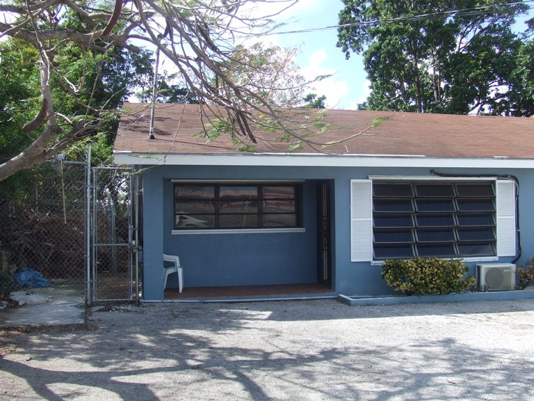 Multi Family for Rent at Great office space or apartment Eastern Road, Nassau And Paradise Island, Bahamas