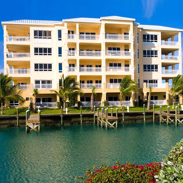 Co-op / Condominio por un Alquiler en Exquisite Luxury Living in Suffolk Court Bahamia Marina, Grand Bahama, Bahamas