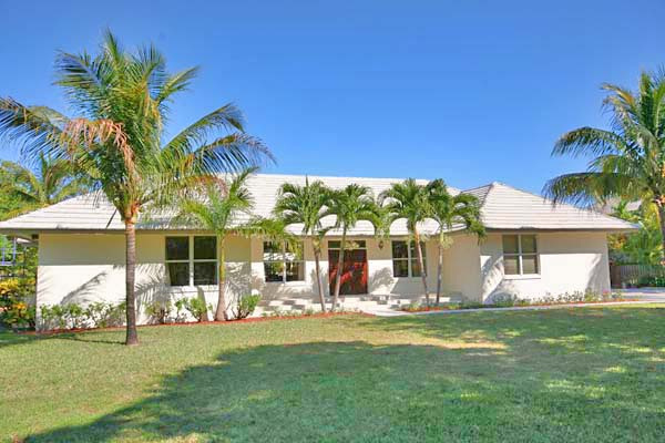 Single Family Home for Rent at Wonderful canalfront home with guest cottage on Spanish Main Drive Fortune Bay, Grand Bahama, Bahamas