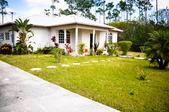 Single Family Home for Rent at Charming Home for Rent in Lucaya Arden Forest, Grand Bahama, Bahamas