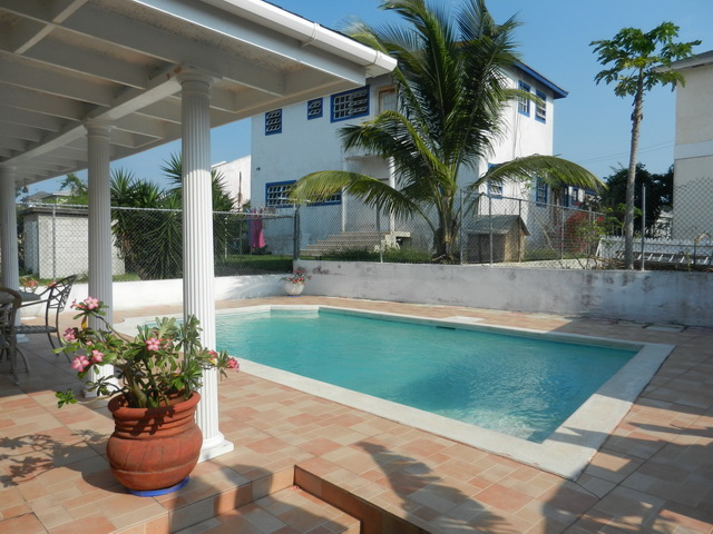 Co-op / Condo for Rent at Large 3 bedroom condo with pool and beach access Nassau And Paradise Island, Bahamas