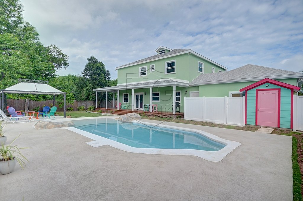 Single Family Home for Rent at Modern family home in the East. Camperdown, Nassau And Paradise Island, Bahamas