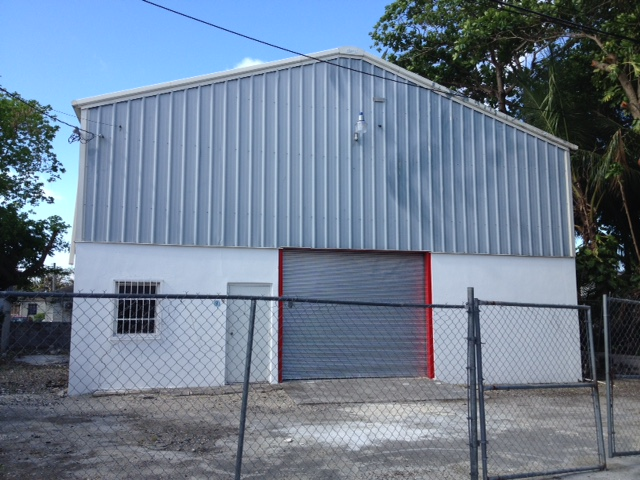 Commercial for Rent at Warehouse in central location Palmdale, Nassau And Paradise Island, Bahamas