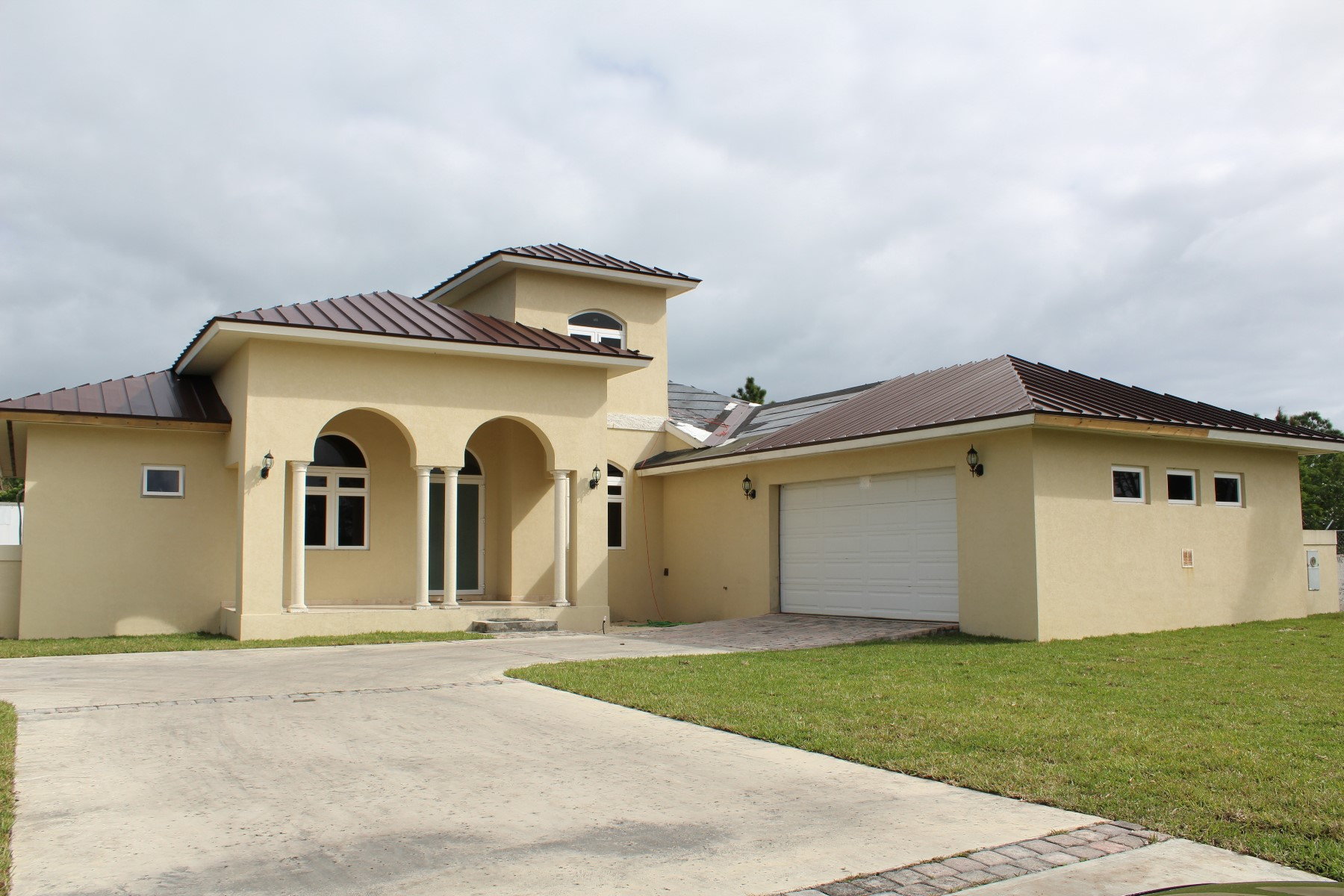 Single Family Home for Rent at Executive or Family Rental In Greening Glade Greening Glade, Grand Bahama, Bahamas