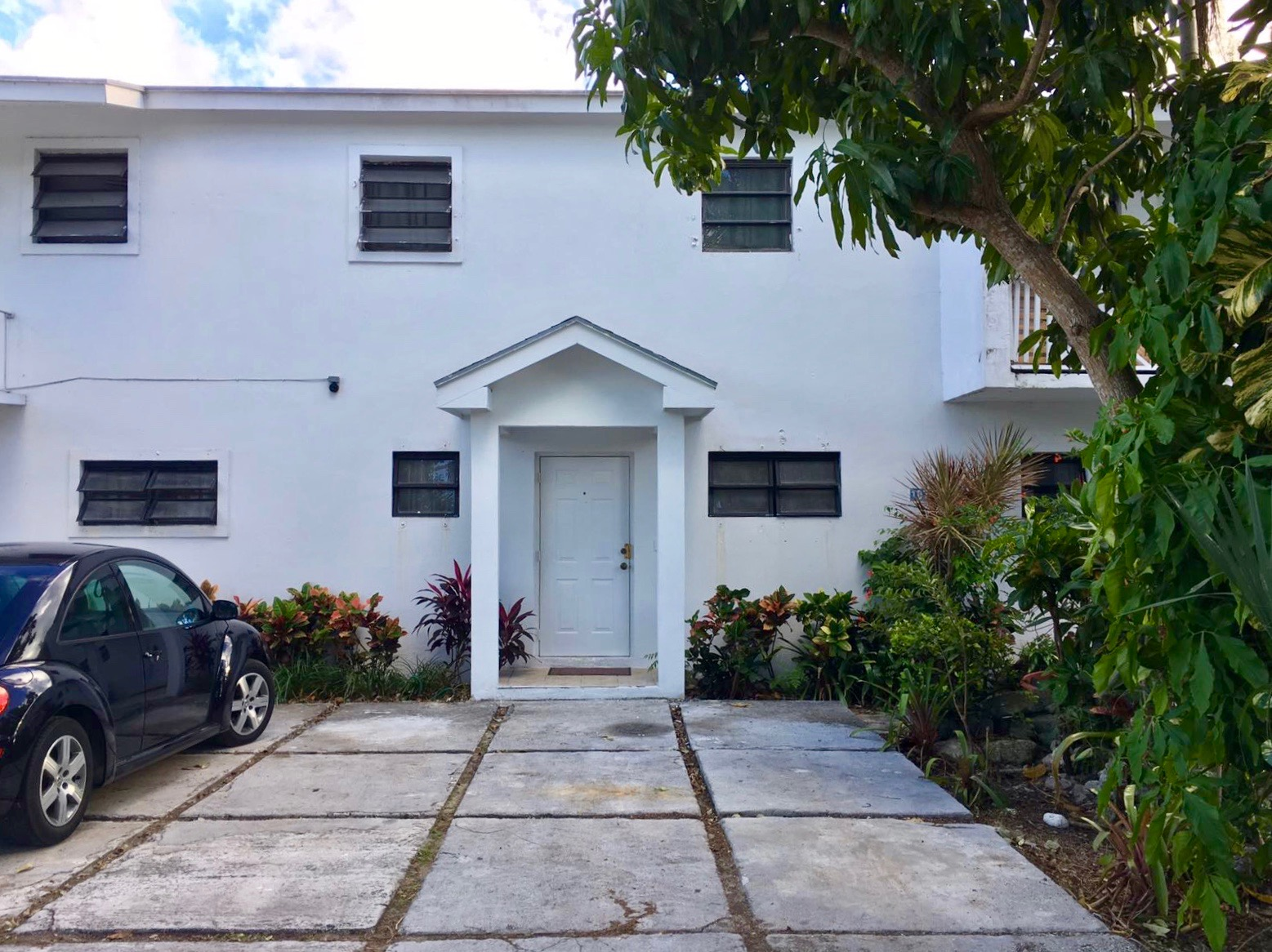 Co-op / Condo for Rent at Newly Renovated Sanford Drive Townhouse Nassau And Paradise Island, Bahamas