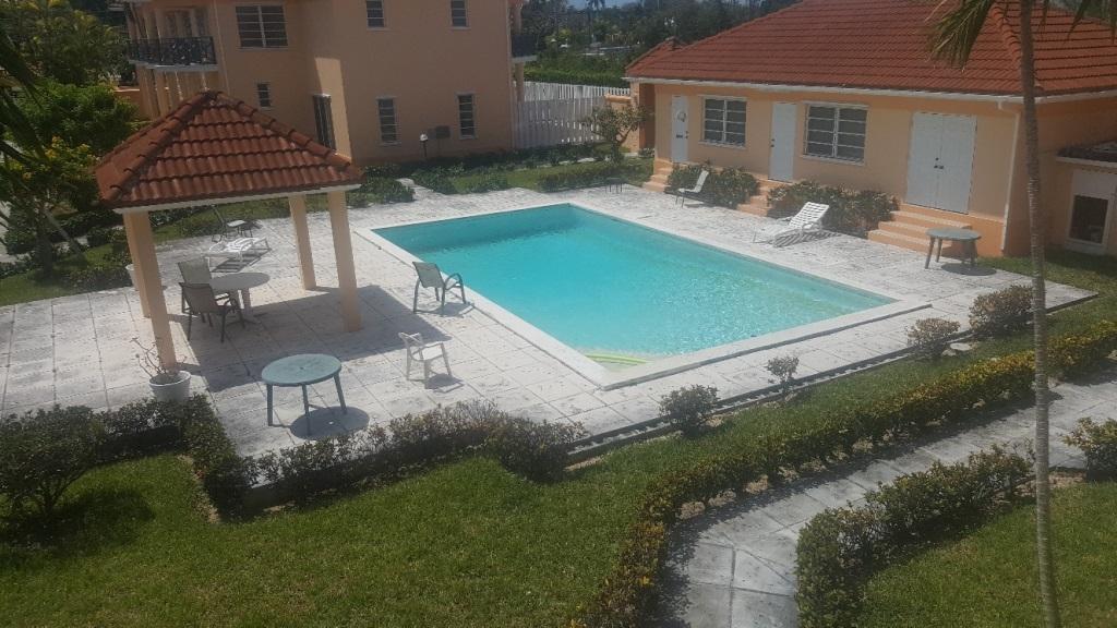 Co-op / Condominio por un Alquiler en Ambassador Manor Condos Nueva Providencia / Nassau, Bahamas