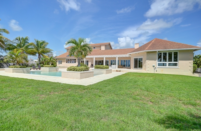 Additional photo for property listing at Canal and Beachfront Home Nassau New Providence And Vicinity