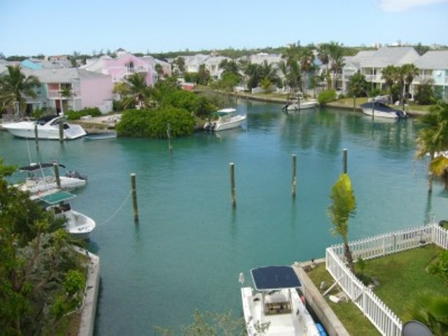 Additional photo for property listing at EXECUTIVE HOUSE FOR SALE IN SANDYPORT Bahamalar
