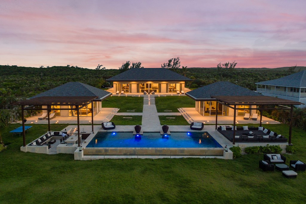 Additional photo for property listing at Lovely Estate Home, Banks Road, Eleuthera Governors Harbour, Eleuthera, Bahamas
