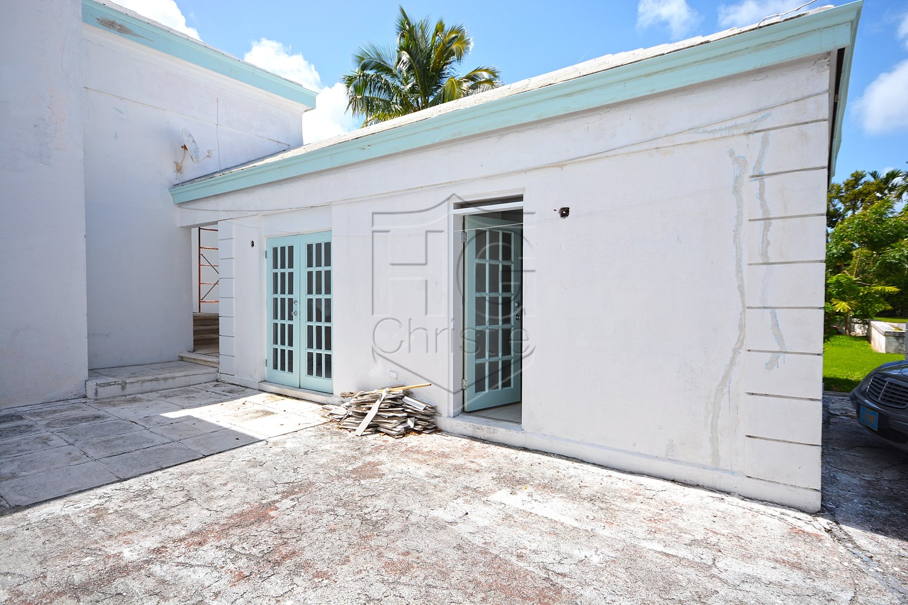 Additional photo for property listing at Fantastic Lyford Cay Renovation Project Багамские Острова