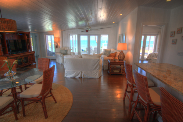 Additional photo for property listing at Immaculately Restored Waterfront Eastern Shores Home, With 2 Docks & Pool 阿巴科, 巴哈马