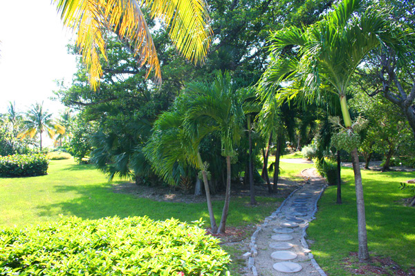 Additional photo for property listing at VACATION RENTALS ONLY! Tropical Beach Bungalow in Oceanfront Gated Community Lucayan Beach, Grand Bahama, Bahamas