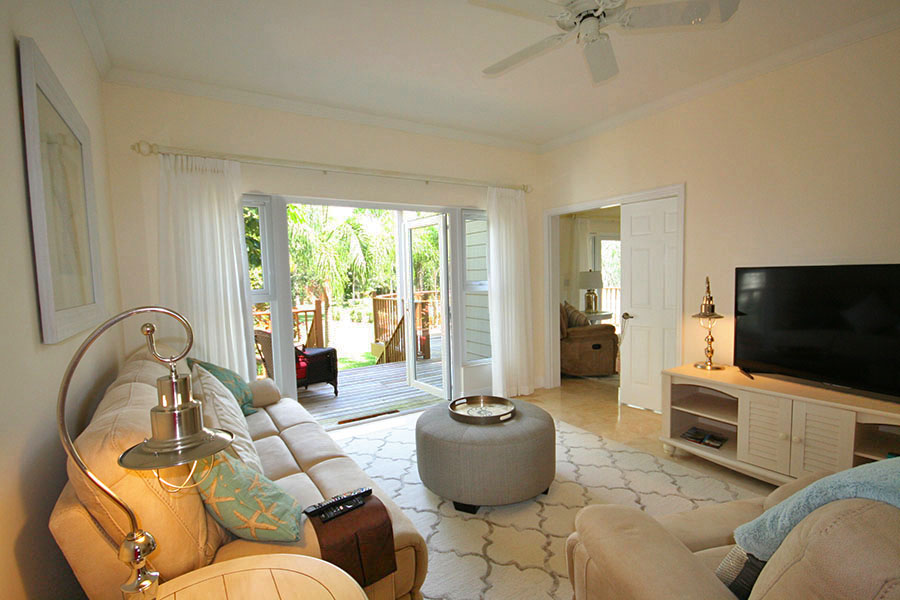Additional photo for property listing at Newly Furnished Island Home in the Prestigious Beachfront Gated Community of Shoreline! Bahama Eilanden