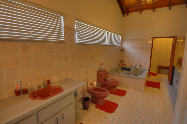 Additional photo for property listing at Canal front Home in Coral Harbour with Cottage Bahamas