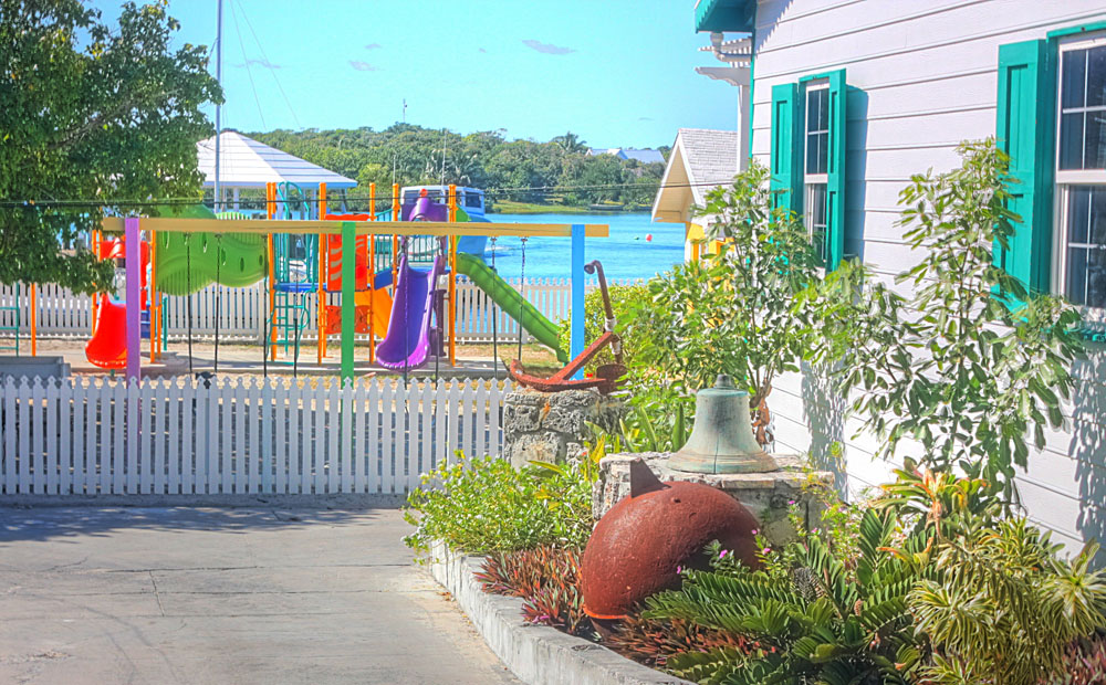 Additional photo for property listing at Charming, Intimate and Conveniently Located in the Heart of Hope Town! Elbow Cay Hope Town, Abaco, Bahamas