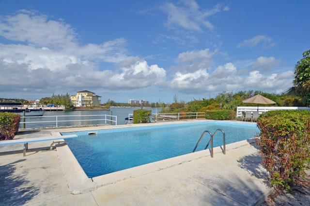 Additional photo for property listing at Waterfront Condominiums adjacent to Taino Beach 巴哈馬