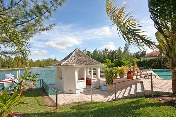 Additional photo for property listing at Outstanding Vacation Rental near Beach Bell Channel, Lucaya, Grand Bahama Bahamas