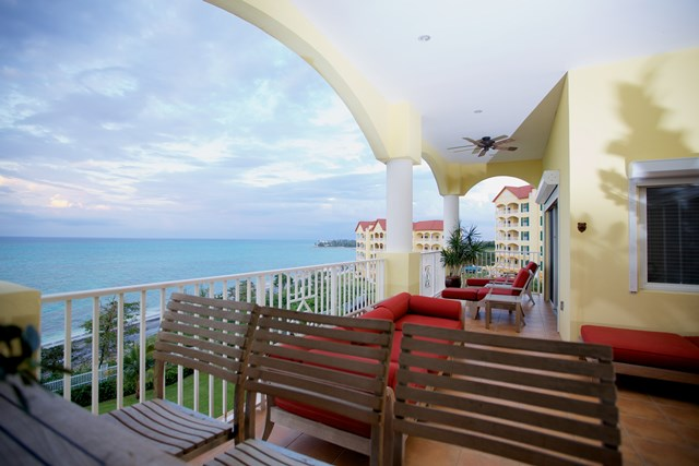 Additional photo for property listing at Caves Heights Contemporary Condo Bahamalar