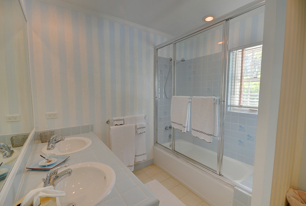Additional photo for property listing at Seashell House Windermere Beach Estates MLS 25449 Eleuthera, Μπαχαμεσ